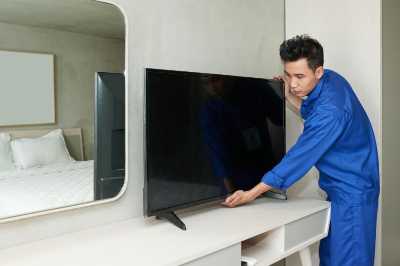 שירות התקנת טלויזיות על ידי מתקין מקצועי